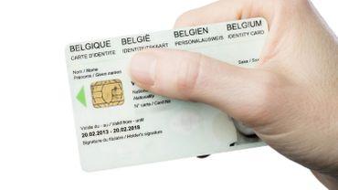 La Commission européenne envisage d'intégrer les empreintes digitales à la carte d'identité