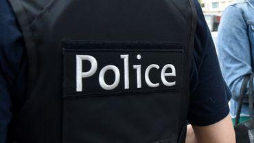 Un combi de police a été endommagé lors de la course-poursuite, mais personne n'a été blessé.