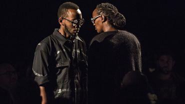 """""""We call it love"""" de Felwine Sarr au théâtre Varia : Franchir les barrières de l'offense pour reconstruire la communauté"""