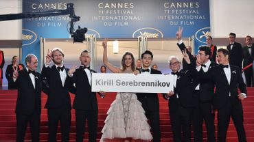 """A la projection du film """"Leto"""", Kirill Serebrennikov, détenu en Russie, était représenté par une pancarte à son nom, portée par le casting de son film"""