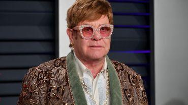 """Elton John lance un fonds d'urgence """"Covid-19"""" pour les personnes déjà atteintes du sida"""