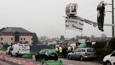 Photo prise devant les locaux d'Ores à Arlon.