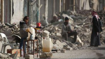 """Au total, en Irak et en Syrie, entre 3923 et 6102 """"non-combattants"""" ont péri et 2443 civils ont été blessés lors de 766 attaques meurtrières en 2017, selon le recensement annuel d'Airwars."""