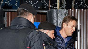 Des policiers arrêtent l'opposant russe Alexeï Navalny à l'extérieur du centre de détention, le 24 septembre 2018 à Moscou