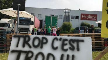 A Wavre, les travailleurs du dépôt alimentant les magasins belges, français, suisses et luxembourgeois du groupe Heytens sont partis en grève, ce mardi. Les travailleurs redoutent de nouvelles pertes d'emploi sur le site et au sein du groupe. Ils réclament un dialogue social franc et serein