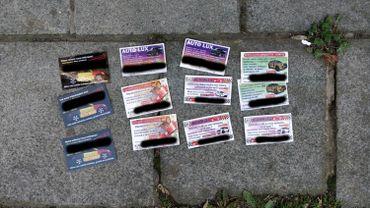 Cartes plastifiées sur les pare-brises: cette fois, il y pourra y avoir des amendes