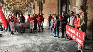 70 manifestants devant le palais provincial