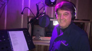 A près de 70 ans, Franck Olivier enregistre toujours des chansons, dans son propre studio