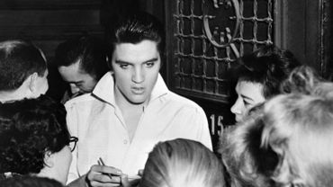 Elvis Presley après un concert en 1958