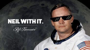 """Neil Armstrong, le """"premier homme"""" a avoir """"marché"""" sur la """"lune""""."""
