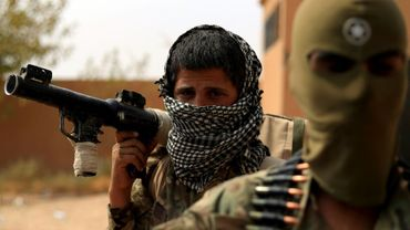 Des membres des Forces démocratiques syriennes (FDS),   engagées dans la lutte contre les jihadistes du groupe Etat islamique (EI), près  d'Al-Soussa, dans l'est syrien, le 13 septembre 2018