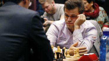 Depuis mars 2020, les grands joueurs se sont essentiellement affrontés en ligne dans des compétitions privées, souvent à l'initiative de plateformes d'échecs.