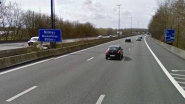 L'accident s'est produit sur l'A7 en direction de Paris, à hauteur de Nimy-Maisières.