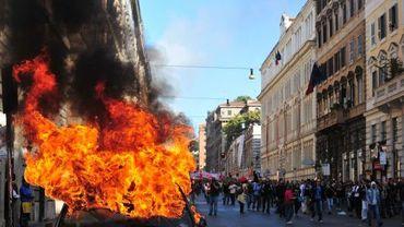 Voiture incendiée dans le centre de Rome ce samedi