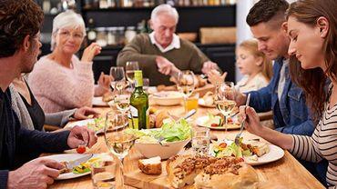 Cuisiner soi-même ses repas et ne pas regarder la télé, une protection contre l'obésité