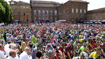 Cyclisme: Un signaleur du Giro grièvement blessé après avoir été renversé par une moto