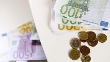 Billets et pièces d'euros (illustration)
