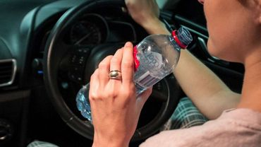 Cet automobiliste a reçu une amende pour avoir bu de l'eau par une chaleur de 39°: possible aussi en Belgique