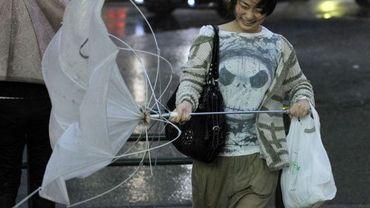 Sous le typhon Roke