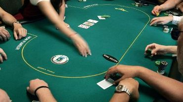"Des informaticiens canadiens sont parvenus à mettre au point un programme informatique capable de battre tout joueur au ""Texas hold'em"", la variante la plus populaire du poker ces dernières années"