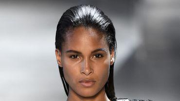 Cindy Bruna fait partie des mannequins à suivre sur les réseaux sociaux durant la Fashion Week.