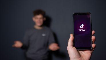 Le réseau social TikTok, fort de 500 millions de jeunes utilisateurs dans le monde, commence à inquiéter les adultes.