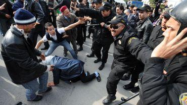 Les partisans du régime ont affronté les forces de l'ordre dans les rues de Tunis.
