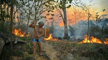 Dans une exploitation agricole ayant recours aux incendies volontaires pour préparer la terre, le 15 août 2020 près de Novo Progresso, au Brésil
