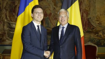 Victor Negrescu, ministre roumain des Affaires étrangères, aux côtés de Didier Reynders.