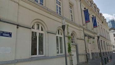 Djamila Gassoian devait accrocher ses toiles aux murs de l'académie de Saint-Josse, à l'initiative de l'Institut kurde de Bruxelles.
