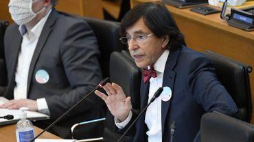 """Plan de relance: """"tout a une logique"""", défend Elio Di Rupo"""