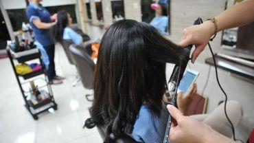 Coronavirus  les coiffeurs acceuillent de moins en moins de clients et craignent un confinement
