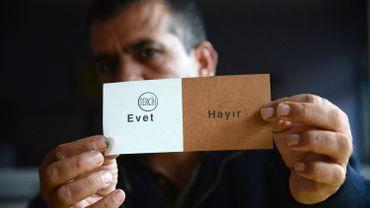 Référendum turc: les observateurs internationaux pointent des manquements