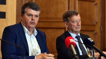Le ministre flamand des Affaires intérieures Bart Somers et le bourgmestre de Bilzen Johan Sauwens