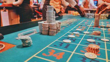 Trois policiers sanctionnés pour avoir joué au casino en ligne, une première