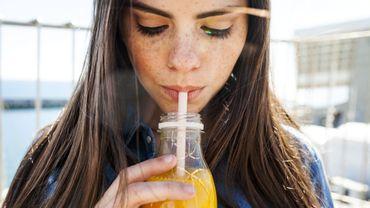 Méfiez-vous des promesses des jus de fruits ou thés glacés.