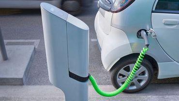 Comme beaucoup de grandes villes, Bruxelles a commencé sa transition vers de nouveaux modèles, d'ici à 2020, les autorités prévoient d'installer 200 bornes de recharge pour voitures électriques.