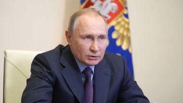 Les députés russes autorisent Poutine à deux mandats de plus