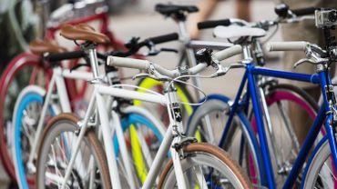 """Cinq """"free bike repairs"""" seront installés dans la capitale."""