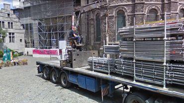 Le corps a été retrouvé Vieux marché aux poteries au pied de la cathédrale