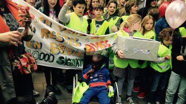 Bruxelles: la mobilisation contre l'expulsion du petit Joël reçoit 10.000 signatures