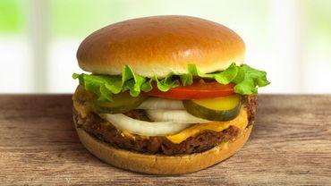 Le burger avec un steak végétal signé Beyond Meat disponible chez Steak 'n Shake.