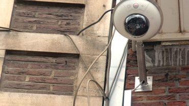 Sept caméras ont déjà placées sur les façades de l'Hôtel de Ville de Charleroi (illustration).