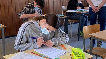 Dottignies: Des élèves en session, plutôt que d'être à la maisonutres sont à la maison