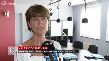 La ministre des pouvoirs locaux Valérie de Bue sera sans doute interpellée sur le cas ISPPC.