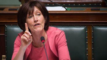 Laurette Onkelinx propose de mettre en place un tirage au sort citoyen pour le Sénat