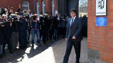 L'indépendantiste catalan Carles Puigdemont quitte le centre de détention de Neumünster, en Allemagne, le 6 avril 2018