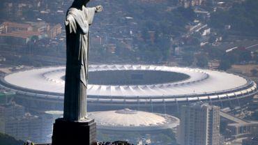 Le Christ Rédempteur du Corcovado devant le mythique stade du Maracana