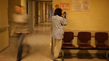 """Selon la disposition du projet de loi Santé votée par les députés, le placement en chambre d'isolement et la contention des malades """"sont des pratiques de dernier recours"""""""