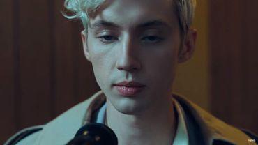 """Troye Sivan dans son nouveau clip """"Dance To This"""" avec Ariana Grande sur YouTube."""
